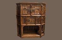 Шкаф в готическом стиле.