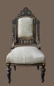 Старинный стул с мягким сиденьем и спинкой
