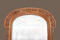 Старинное напольное зеркало.