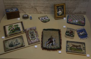 Кошельки, бумажники, кисеты и многие другие экспонаты открывшейся выставки