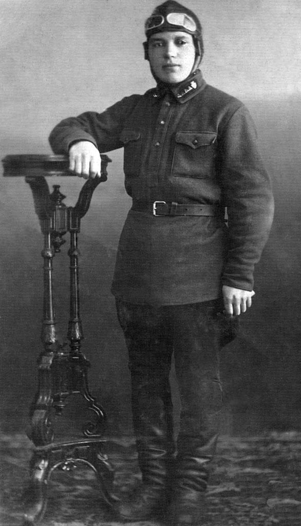 1933 год. Савин Александр Осипович. Консоль